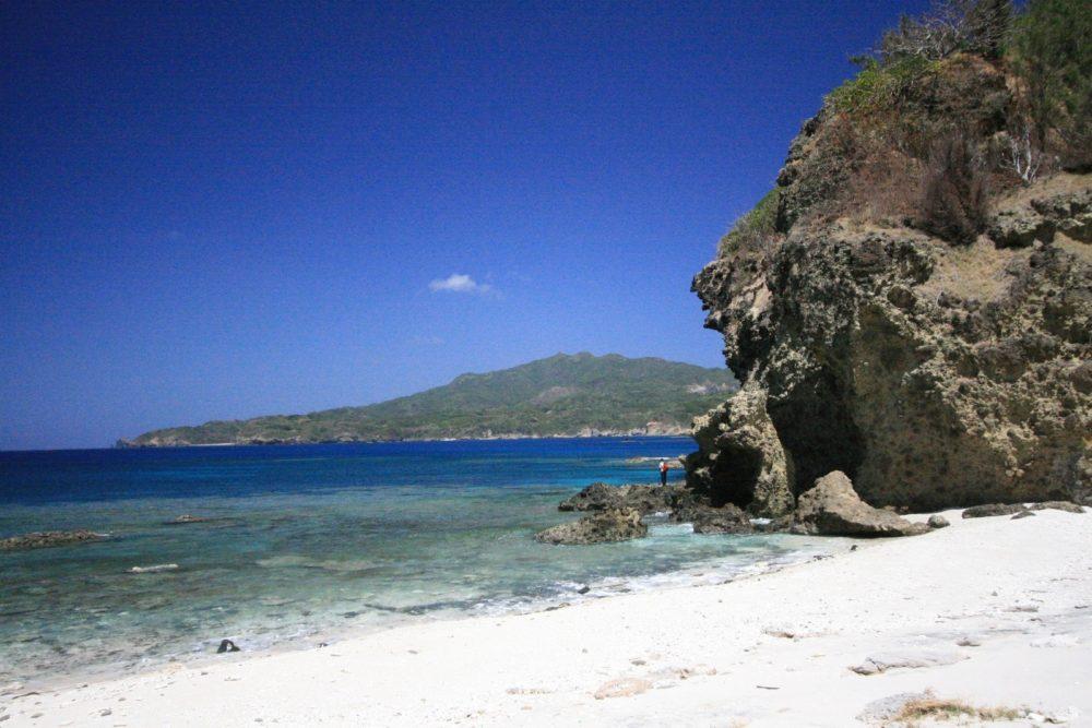 ワイビーチから乳房山方面景観