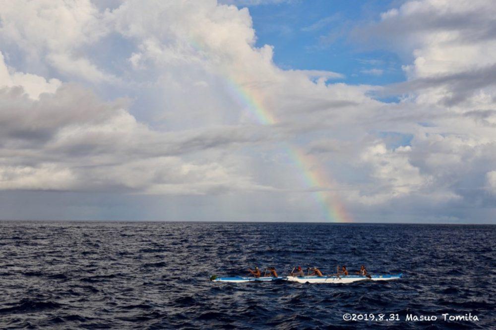 虹とカヌー
