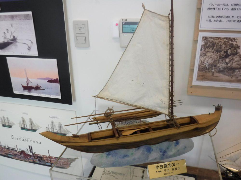 ハワイ型のカヌー模型(展示物)