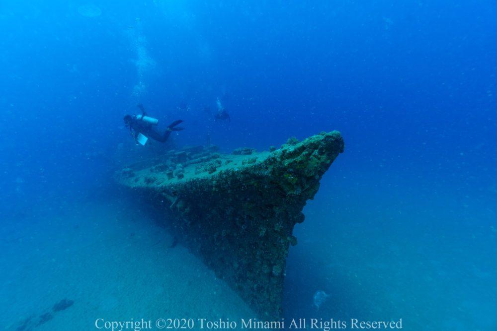 砂泥の海底に鎮座する駆潜艇50号